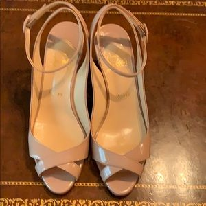 Beige patent leather Louboutin sandal